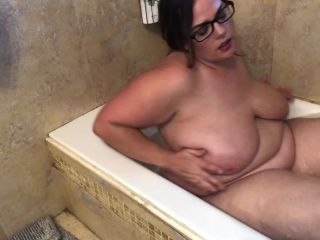 throat fetish fetish porn   Bath Time With Mommy – Kates Kurves   big boobs
