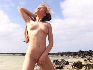 Angel B - Beach Pee [FullHD 1080P] - Screenshot 6