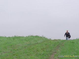 Arwen Gold - Lucky Hiker