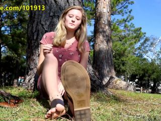 Barefoot – Random Sole Encounters – Conservative Nicole's Spontaneous Tickle Test and Sole Show