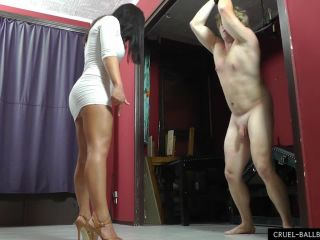 Femdom 6694-Don't cry idiot