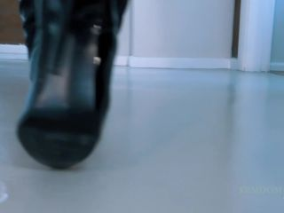 Online porn - Young Goddess Kim – Servant Beneath Goddess Kim's Boots femdom