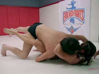 [EvolvedFights  KINK] Muscular Female Body Builder Destroys Brazilian in Grappling Match  Mixed Grappling