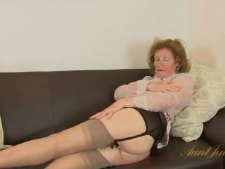 Amateur mature GILF Pearl masturbates. Pearl