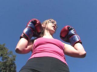 Evie Dice Training Hard pt1
