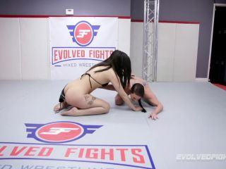 Evolved Fights Lez – Ashlee Juliet & Sofie Marie