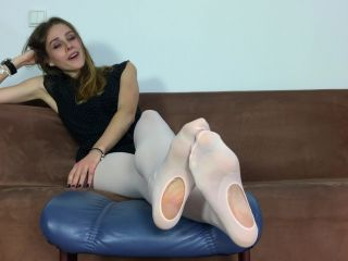 Nylon feet – Dominant Femine – Renata – Dancer In Dancing Tights