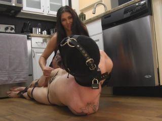 Porn online Obey Melanie: Addicted To My Heels