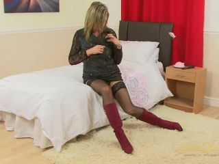 Hot blonde mommy Silky Thighs Lou loves to finger her wet pussy.