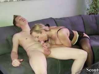 German mother seduce the big dick friend of her son to fuck!