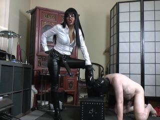 K2s.cc – Absolute Femdom – Breaking A Slave In Rubber Riding Boots 3