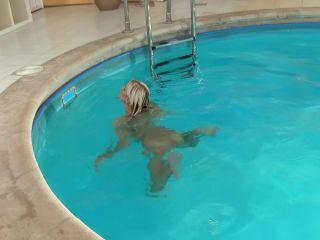 Lola – Pool fun (Full HD)