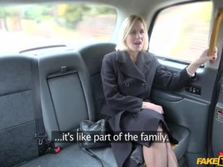 Molly Milf aka Molly Maracas - Older Lady'S Big Pussy Lips Opened (06.06.2018)