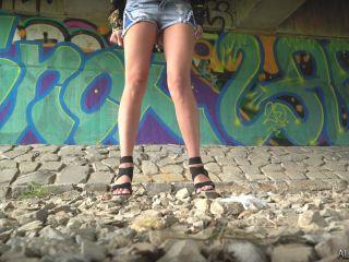 Girls Peeing Outdoor 1 [UltraHD/4K 2160P] - Screenshot 2