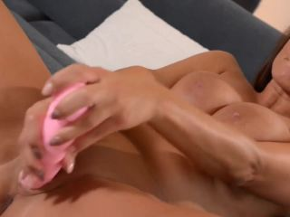 Redhead lady loves to fuck herself