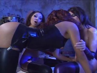 Lesbian Latex Divas in Threesome