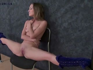 Amazing stretches from gymnast Margo