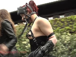 Latex Porn – 8195 – P0nytrack Fun In The Courtyard