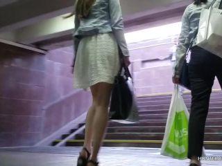 girl-with-slender-legs