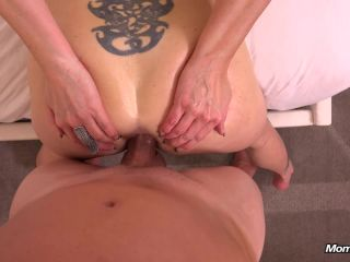 Milf Brie - 35 year old stay at home webcam mom