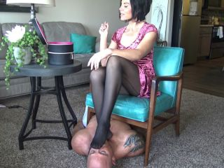Goddess Zephy – Cucky Is My Nylon Foot Stool While I Primp For My Date