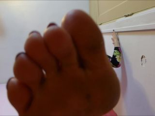 CanadianSammy - Sammy Crushes You With Her Barefoot