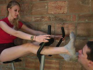 presley's sweaty workout feet  (full hd 1080p version)  footworship