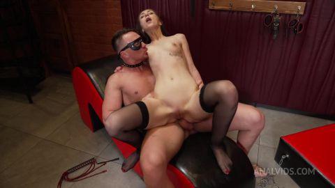 Vivian Grace - BDSM Humiliation Vivian Grace in Gas Mask! Anal destruction (720p)