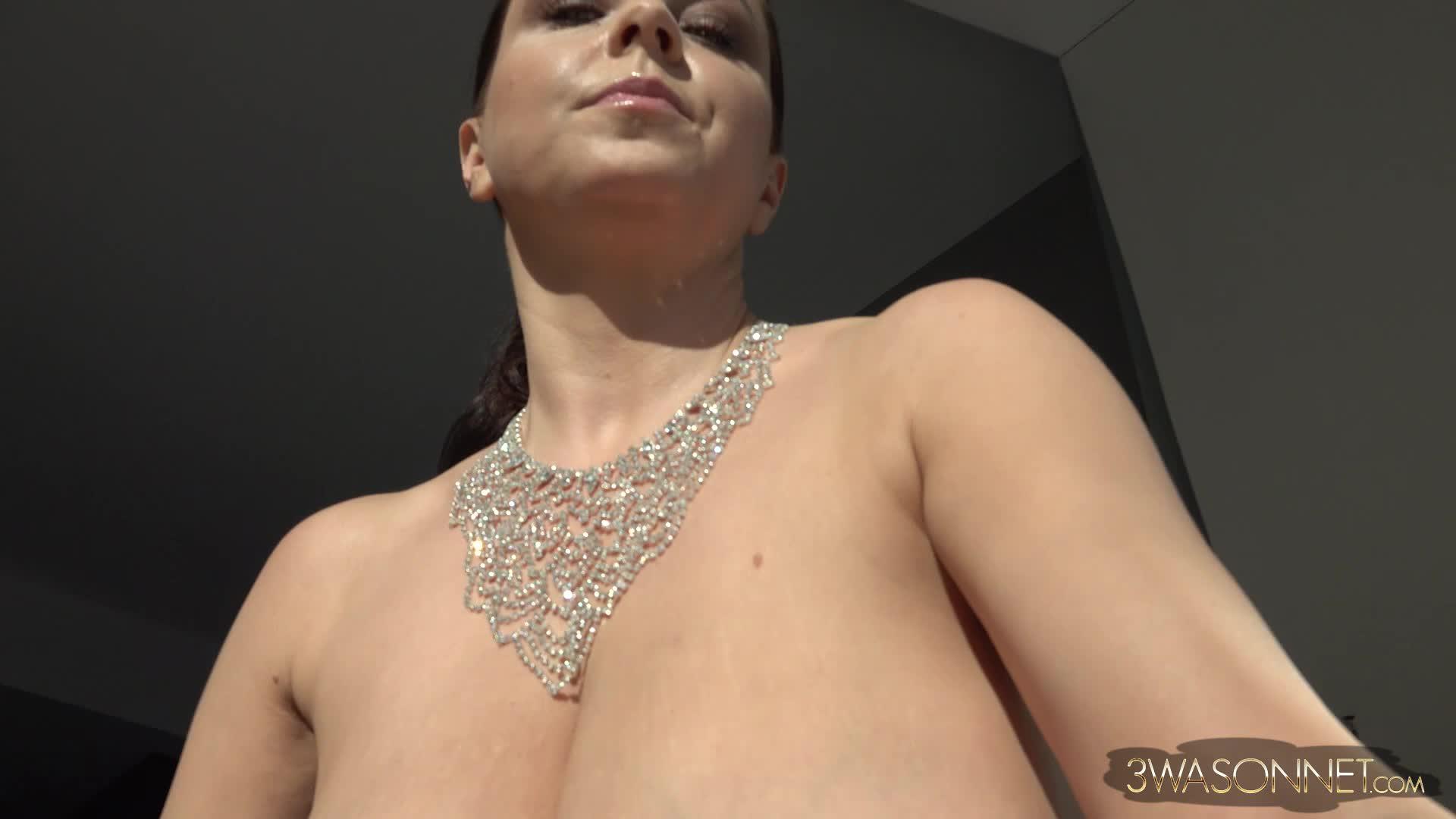 Ewa sonnet boobs