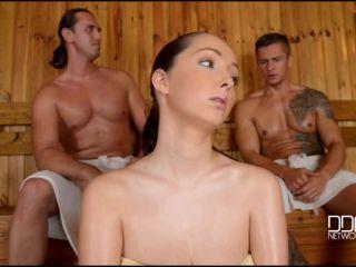 Lucie Wilde - Lucie's Sauna Cum Bath