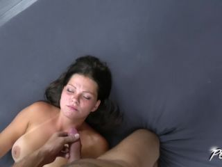 Quiet mom spred legs for stranger but dont like cum on mouth