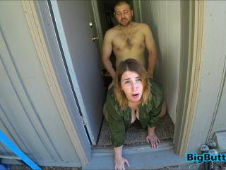 BIGBUTTBOOTY SLUT WIFE FUCKS THE LANDSCAPER
