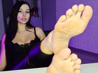 Miss Daria – Submit to my feet