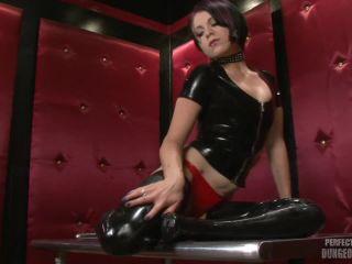 Online video bdsm perfect slave – roped in rubber – sandy skarsgard