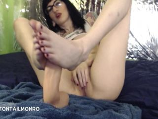 [Manyvids] CottonTail Monroe - oily footjob