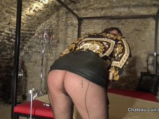 Chateau-Cuir – Miss Coco – Classy and horny smoking in leather
