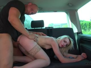 Innocent half naked blonde babe cheated by stranger and fuck him in van