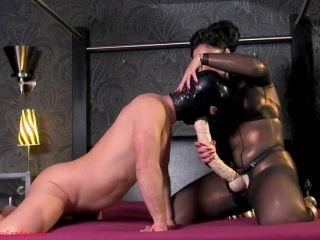 Anal – Mistress Ezada Sinn – Huge cock for the strap-on bitch
