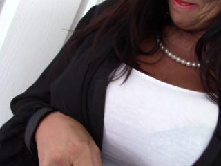 Lulu EU 51 - British big breasted temptress Lulu fingering herself