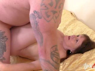 Fucking british - Mature Naomi fucked by young guy