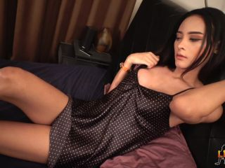 Online shemale video Sensual Jamin's Bedtime Cock Play