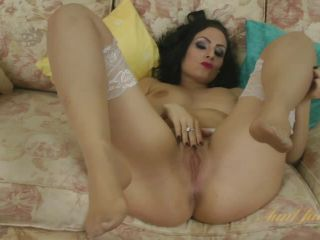 Sophia Delane masturbates