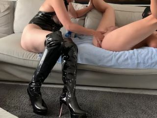 Madame MonsieurX – Sexy Mistress Fisting Her Submissive