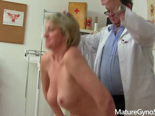 Pervert gyno doctor operates a hidden cam in his surgery to record patient