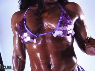 Skimpy Tonia Moore pumping large dumbbells