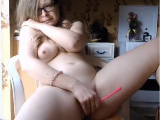 Awesome body shaved pussy wants to squirt before college