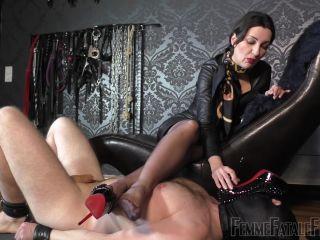 Spitting – Femme Fatale Films – Sniffer Licker – Complete Film – Lady Victoria Valente