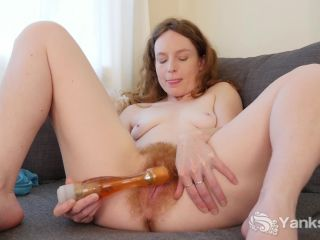 Yanks - Ana Molly Tears into her Pussy  02/19/2018