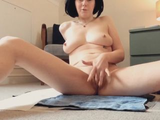 Laceyloumartin1 - Playing with my pussy whilst pooping - peeing [FullHD 1080P] - Screenshot 1