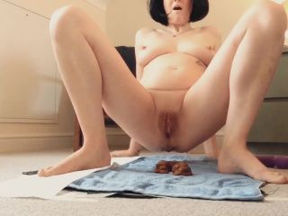 Laceyloumartin1 - Playing with my pussy whilst pooping - peeing [FullHD 1080P] - Screenshot 6